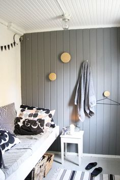 Sauna dressing room. Scandinavian Cottage, Summer Cabins, Interior Walls, Wooden Walls, House Rooms, Dressing Room, Home And Living, Interior Inspiration, Sweet Home