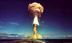 SAVIEZ-VOUS QUE LES INVENTEURS DE LA BOMBE ATOMIQUE SONT FRANÇAIS ? -- Contrairement aux idées reçues, Albert Einstein n'a ni créé, ni contribué à la réalisation de la bombe atomique. L'idée de la bombe atomique émergea seulement quand on put prédire le principe de la réaction en chaîne. Cette prédiction est attribuée à Lise Meitner qui, après avoir vérifié et validé la célèbre formule E=mc², fut historiquement la première scientifique à expliquer et nommer la fission nucléaire.Google+