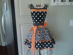 4RetroSisters Womens Fall or Halloween Apron by 4RetroSisters