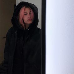 NY NY ur quite chilly my friend Bowie, Narrative Photography, Hailey Baldwin Style, Justin Hailey, Beauty And The Beat, Hair Icon, Hair Photo, Pink Hair, Hair Inspo