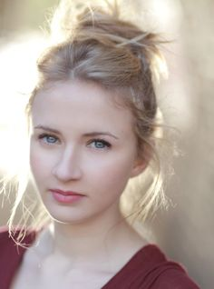 Eliza Hope Bennett - Porcelaine face - The uk charm. A photo selected for you by Alancho