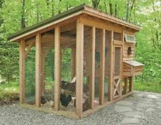 Small Portable Chicken Coop - 16 Ridiculously Adorable Chicken Coops Off Grid World Chicken Fence, Backyard Chicken Coops, Building A Chicken Coop, Chickens Backyard, Chicken Houses, Simple Chicken Coop Plans, Portable Chicken Coop, Chicken Coop Designs, Keeping Chickens