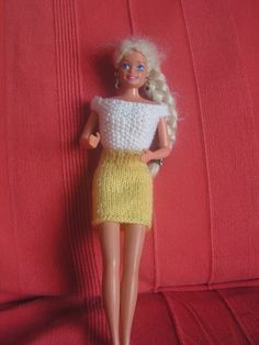 Barbie Clothes, Barbie Dolls, Mini American Girl Dolls, Hooded Cardigan, Barbie Friends, Barbie And Ken, Knitted Dolls, Easy Knitting, Crochet Clothes