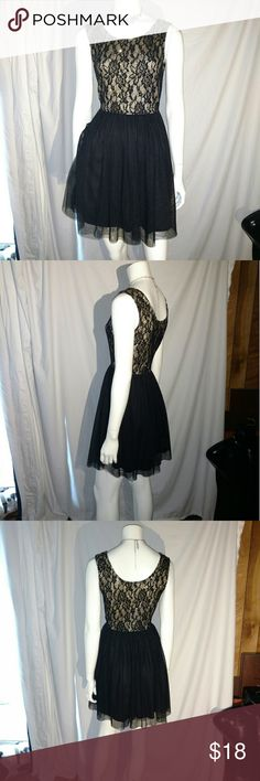 Rue21 black gold dress L large  shimmering Rue21 dress size large, top is a white underlay, black and gold shimmering lace like overlay, bottom is a black slip like with black tulle overlay. Wedding, homecoming, prom, graduation, date Rue 21 Dresses Midi