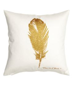 White/feather. Cushion cover in cotton twill with a printed, glittery feather motif at front. Concealed zip.
