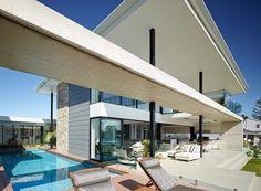 Riverfront Residence par BDA Architecture - Broadbeach Waters, Queensland, Australie. Architecture élaborée pour cette luxueuse villa contemporaine australienne