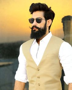 What beard styles help your face shape? Figure out how to pick your beard style men and also bring it to the next level. Boys Beard Style, Beard Boy, Sexy Beard, Beard No Mustache, Style Men, Long Beard Styles, Beard Styles For Men, Hair And Beard Styles, Pelo Hipster