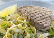 Gegrilde tonijnsteak met citroentagliatelle