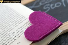 Last Minute Geschenke: Lesezeichen nähen If you are still looking for small gifts – how to sew bookmarks – the sweet hearts make a book gift absolutely personal. How To Make Bookmarks, Holiday Break, Business Gifts, Personalized Mugs, Last Minute Gifts, Book Gifts, Book Making, Artisanal, Small Gifts