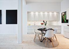 Modern-white-kitchen-furnishing