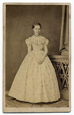 carte de visite of a pretty young lady