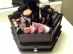 Simply in Control: Makeup Organization in a craft caddy (Michaels), Merely in Management: Make-up Group in a craft caddy (Michaels) Einfach im Griff: Make-up-Organisation in einem Craft-Caddy (Michaels) Einfach im Grif. Bathroom Organization, Makeup Organization, Beauty Makeup, Eye Makeup, Makeup Puns, Makeup Brush, Hair Brush, Make Up Storage, Storage Ideas