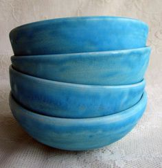 turquoise crackle-glazed stoneware bowls by Leslie Freeman