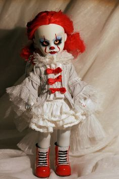 Custom Living Dead Dolls Pennywise by Kat Blue Arts Creepy Toys, Creepy Clown, Creepy Cute, Scary Baby Dolls, Creepy Doll Costume, Zombie Dolls, Halloween Doll, Halloween Ideas, Living Dead Dolls