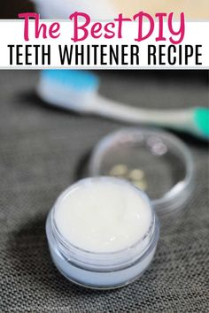 DIY Teeth Whitening is all natural and works great to whiten your teeth. With just a few simple ingredients, you can make this at home teeth whitening diy. diy DIY Teeth Whitening - Home Made Teeth Whitening Natural Teeth Whitening, Whitening Kit, Homemade Teeth Whitening, Teeth Whitening That Works, Homemade Beauty, Diy Beauty, Beauty Hacks, Beauty Secrets, Teeth Whiting At Home