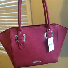 MAKE OFFER  Nine West Bag  BRAND NEW ⭐️ Beautiful roomy Nine West bag. New with tag. The color is a little tricky to describe, the cover photo is with natural lighting & the others are with my house lights. I would say it's more of a reddish color. Has scale-like detail. Nine West Bags Shoulder Bags