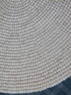 filzkugel teppich grau buy product on fliegender teppich fliegen und teppiche. Black Bedroom Furniture Sets. Home Design Ideas