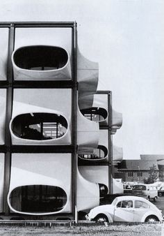Bureaux AZM (Algemeen Ziekenfonds voor de Mijnstreek) - Heerlen - Hollande / Architecte: Laurens Bisscheroux / Construction: 1972 / Bâtiment détruit en 1987