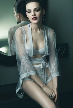 Couture Lingerie & Swimwear - La Perla Bridal Collection                                                                                                                                                                                 Más