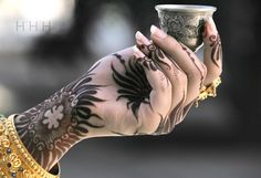Henna Tattoo Hand holding Arabian Coffee. I am so in love with the flowing style of Arabic Henna, but don't know how to replicate it just yet.