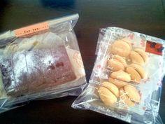 母の日兼父の誕生日にプレゼント以外にお菓子を。 お菓子便第2号。サプライズ便だけど喜んでくれるかな? - 4件のもぐもぐ - お豆腐ブラウニー、イチゴジャムとガナッシュサンドブッセ by acha