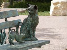 """Two Cats on a Bench"" - Bronze Statues by Ilana Goor, based on the book by Dana Halaf Gabai, Holon, Israel"