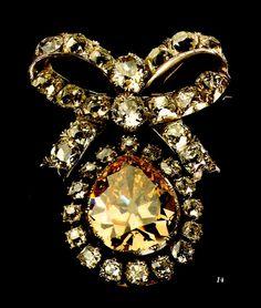 Alfinete  Origem: Portugal, séc. XVIII  Materiais: Ouro, Prata, Brilhantes