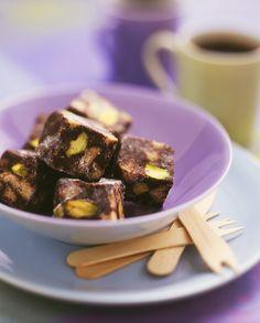 Schokoladen-Pistazien-Konfekt | Zeit: 1 Std. 15 Min. | http://eatsmarter.de/rezepte/schokoladen-pistazien-konfekt