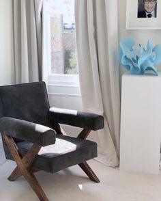 Piedestal  Pierre Jeanneret chair