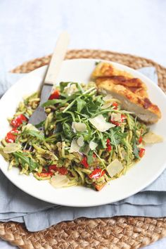 Courgette pasta with kip en pesto - Best Pins Salsa Pesto, Pesto Pasta, Light Recipes, Clean Recipes, Healthy Recipes, Pasta Recipes, Chicken Recipes, Healthy Cooking, Healthy Eating