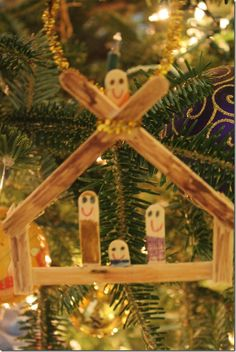 Christmas/Holiday Crafts for Kids Love the little nativity scene made out of Popsicle sticks!