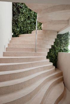 Naturstein Treppen sind nicht nur praktisch, sondern auch dekorativ. Naturstein Treppen zeichnen sich durch lange Lebensdauer aus.  http://www.maasgmbh.com/naturstein_produkte-naturstein_treppen