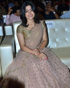Stunning Rashmika Mandanna for Geetha govindham prerelease event. Styled by Beautiful Rashmika in peach color lehenga and gols sequence blouse with net dupatta. Wedding Saree Blouse Designs, Half Saree Designs, Lehenga Designs, Churidar Designs, Half Saree Lehenga, Lehnga Dress, Gold Lehenga, Banarasi Lehenga, Anarkali Kurti