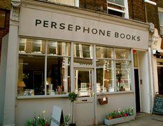 Persephone Books | El mito, el mito. ¿Qué clase de libros podría hallarse en una tienda con un nombre tan sugestivo?