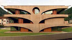 Liebe zur Geometrie – Raphael Zubers maskenhaftes Schulhaus von Grono im Misox.