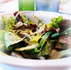 Avocado & chicken salad with cucumber yogurt sauce - Insalatona di pollo e avocado con salsa di cetrioli e yogurt