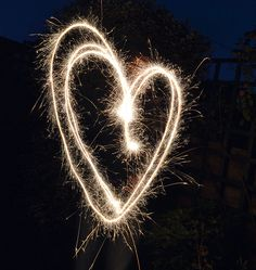 Creative photography ideas: create light trails with sparklers