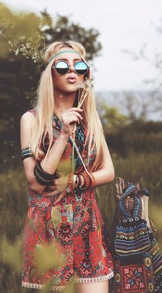╰☆╮Boho chic bohemian boho style hippy hippie chic bohème vibe gypsy fashion indie folk the . Looks Hippie, Hippie Love, Hippie Man, Hippie Bohemian, Boho Gypsy, Hippie Vibes, Hippy Girl, Beach Hippie, Gypsy Chic