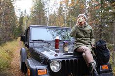 Aamulla retkeiltiin kinttupolkuja pitkin ja nautittiin eväät metsässä. Mä ♥️ mun Jeep. 😄  .  .  .  #retkellä #lokakuu #metsässä #gooutside #thisisfinland #october #jeepwrangler