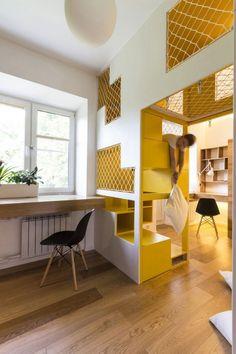 Voici un appartement modulable à Moscou qui affiche beaucoup d'éléments de conception originaux. Imaginé par Ruetemple, ce projet est un logement de 80 m2 aménagé pour un couple et leurs deux enfants
