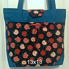 Apple purse 13 x 13 pocket on the front, two pockets on the back and five pockets on the inside