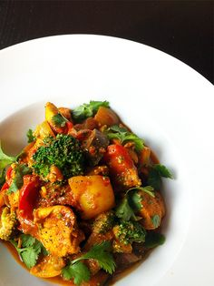 Curry met kip, broccoli, aubergine & paprika (I might exchange the aubergine with courgette though) Pureed Food Recipes, Cooking Recipes, Healthy Recipes, Feel Good Food, Love Food, Happy Foods, Pasta, Evening Meals, Healthy Cooking