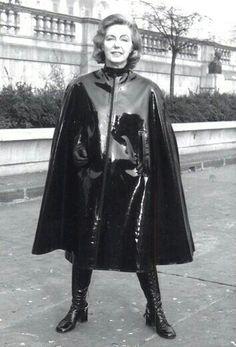 Raincoats For Women Shops Black Raincoat, Pvc Raincoat, Hooded Raincoat, Vinyl Raincoat, Capes, Rubber Raincoats, Walking In The Rain, Fetish Fashion, Women's Fashion
