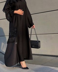 Image may contain: one or more people Niqab Fashion, Modern Hijab Fashion, Hijab Fashion Inspiration, Muslim Fashion, Modest Fashion, Fashion Dresses, Modest Outfits, Fashion Shoot, Mode Abaya