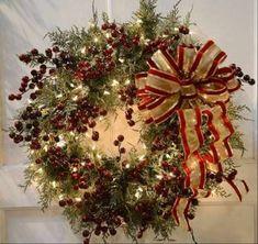 Weihnachtsgestecke selber machen dekorativ band