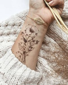 Meaningful Tattoos for Women - Tattoo - Tattoo Frauen Hamsa Tattoo, Cuff Tattoo, Tattoo Henna, Piercing Tattoo, Tattoo Wave, Bellybutton Piercings, Tattoo Music, Tattoo Bracelet, Tattoo Moon