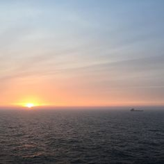 #summer is nearly here by the looks of it! Cracking #sunset on the #northsea #offshore #offshorelife #dayinthelifeofachiefet #oilandgas #blackforddolphin by mikey_gtir
