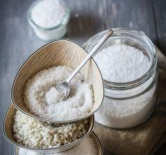 A só nem csak a konyhában lehet hasznos, hanem mosáskor is nagy segítség lehet. Vibráló színek Aki festett már otthon ruhát, az biztosan észrevette már, hogy a festékek csomagolásán többnyire külön feltüntetik, hogy a színt sóval lehet...