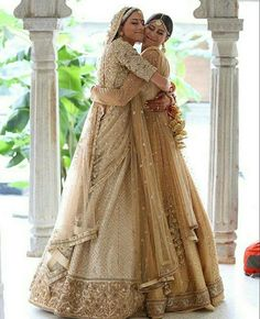 Trendy Bridal Poses The Bride Bridesmaid Ideas Indian Bridesmaids, Bridesmaid Outfit, Blue Bridesmaid Dresses, Bridesmaid Pictures, Mehndi, Henna, Indian Wedding Outfits, Bridal Outfits, Bridal Dresses