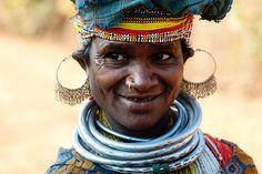 India | Bonda woman on the way to the market.  Orissa |  | ©Marc Malmoux